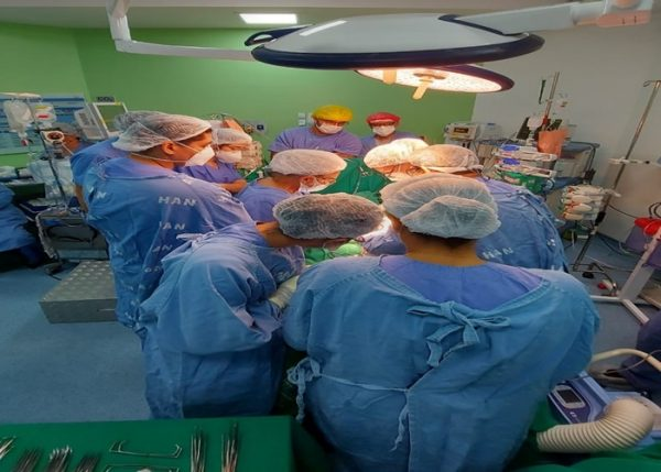 Pela-primeira-vez-equipe-100-baiana-realiza-cirurgia-para-separacao-de-gemeos-siameses-8